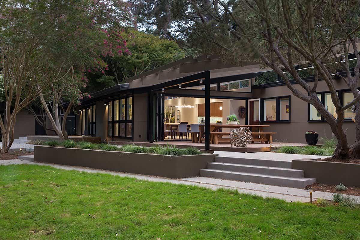 reforma de una casa de mediados de siglo - amplio jardín