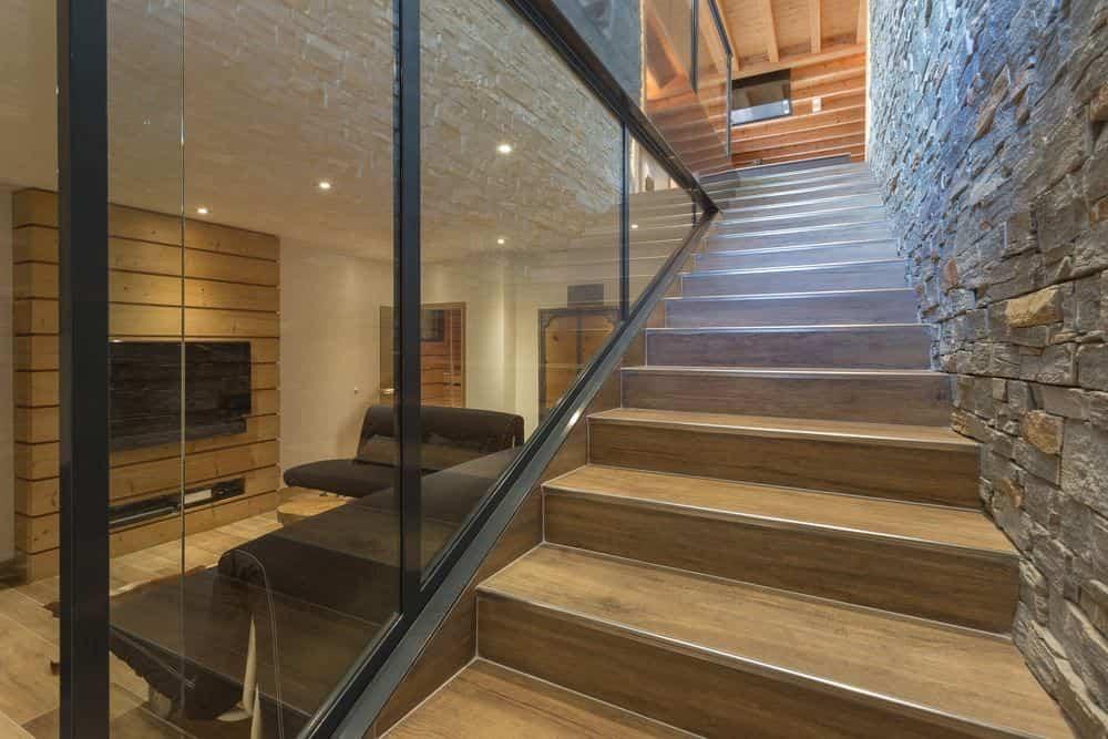 segunda vivienda chalet soleya - uso de cristal, madera y piedra
