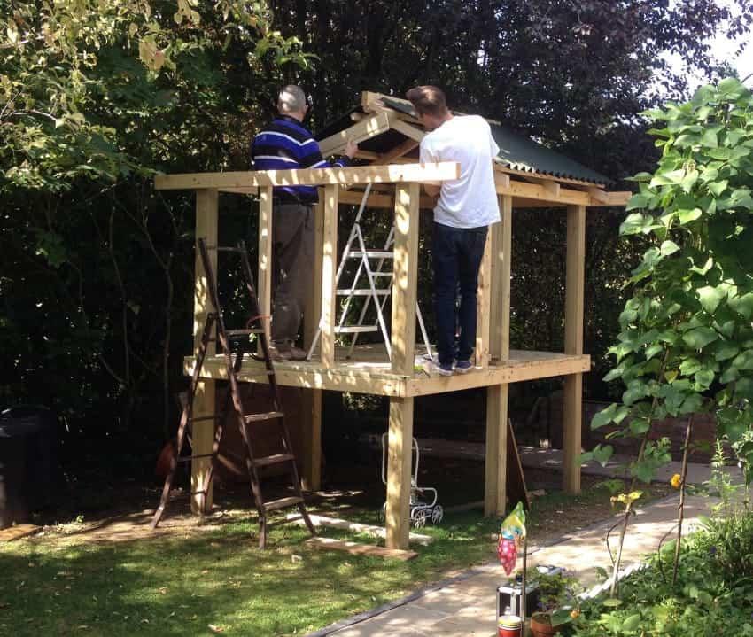 Sorprende a sus nietos construyendo una genial casa de juegos for Juegos de jardin para nios en puebla