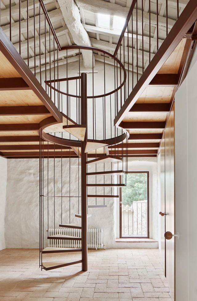 Rehabilitación de una masía - escalera moderna
