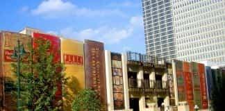 biblioteca construída con libros