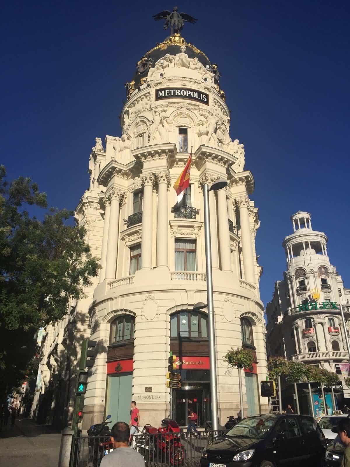 Madrid, Edificio Metrópolis al inicio de calle Gran Vía.