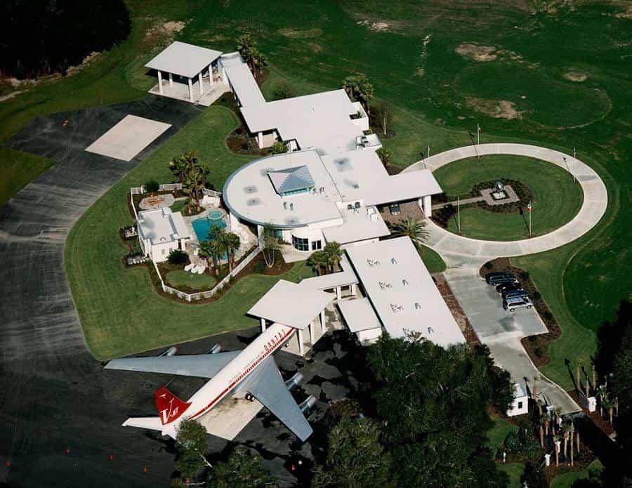mayores excentricidades - aeropuerto de Travolta
