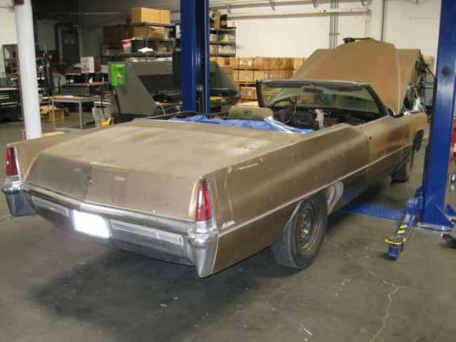 coche viejo transformado en jacuzzi de lujo 1