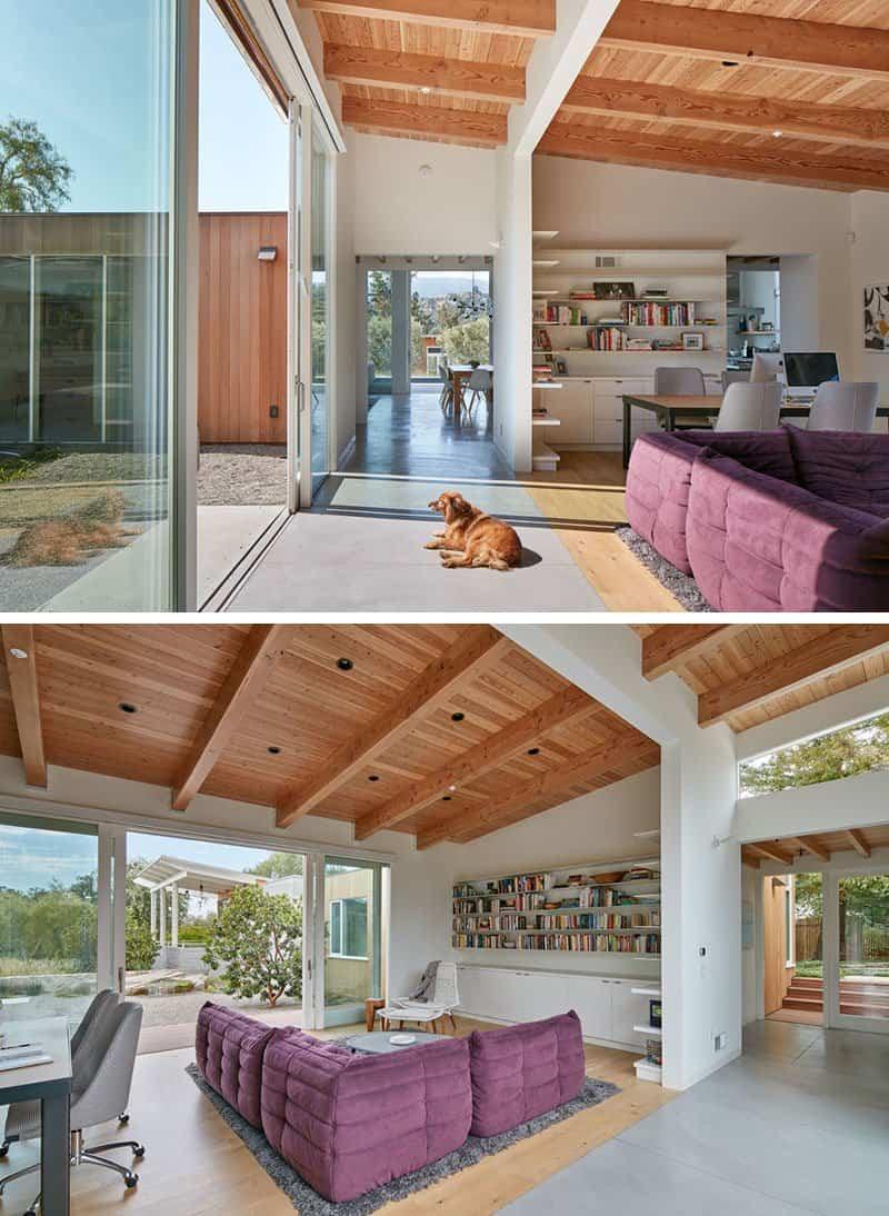 Esta casa de madera con techo inclinado fue dise ada para for Techos de madera para casas
