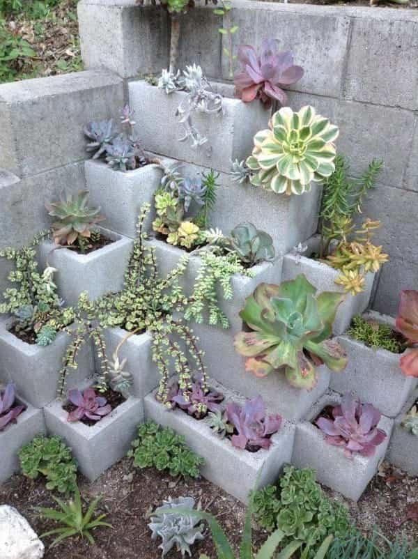 bloques de cemento para decorar 11 jardin en piramide