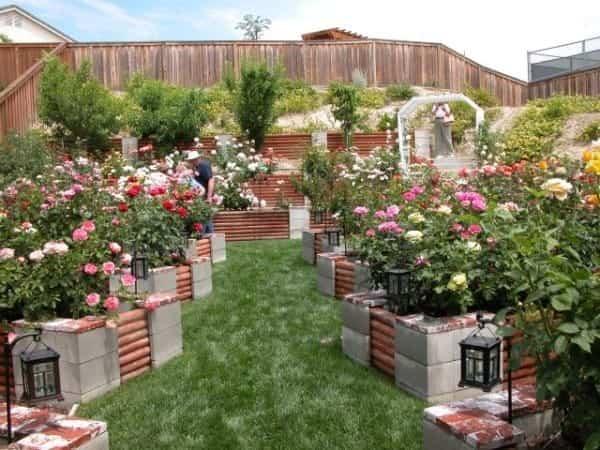12 sencillas ideas para decorar tu hogar con bloques de for Bloques cemento para jardin
