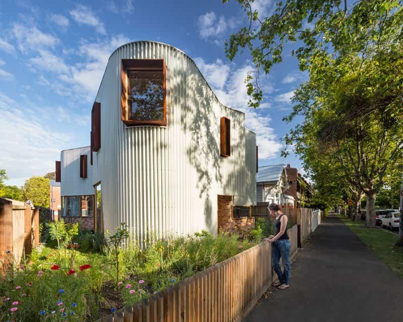 Curiosa la fachada en zig zag de esta casa australiana