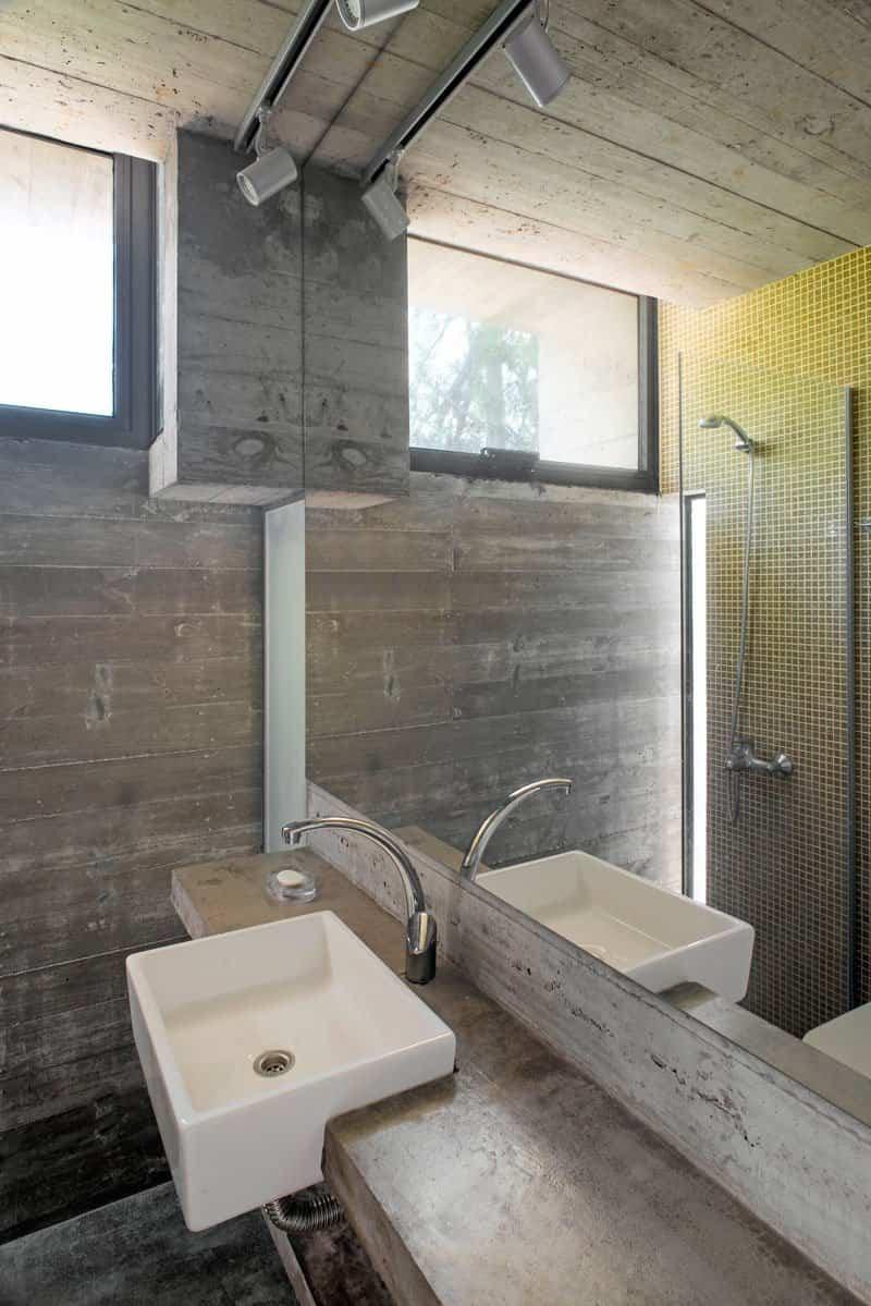 Esta moderna casa argentina est fabricada completamente for Casa moderna hormigon