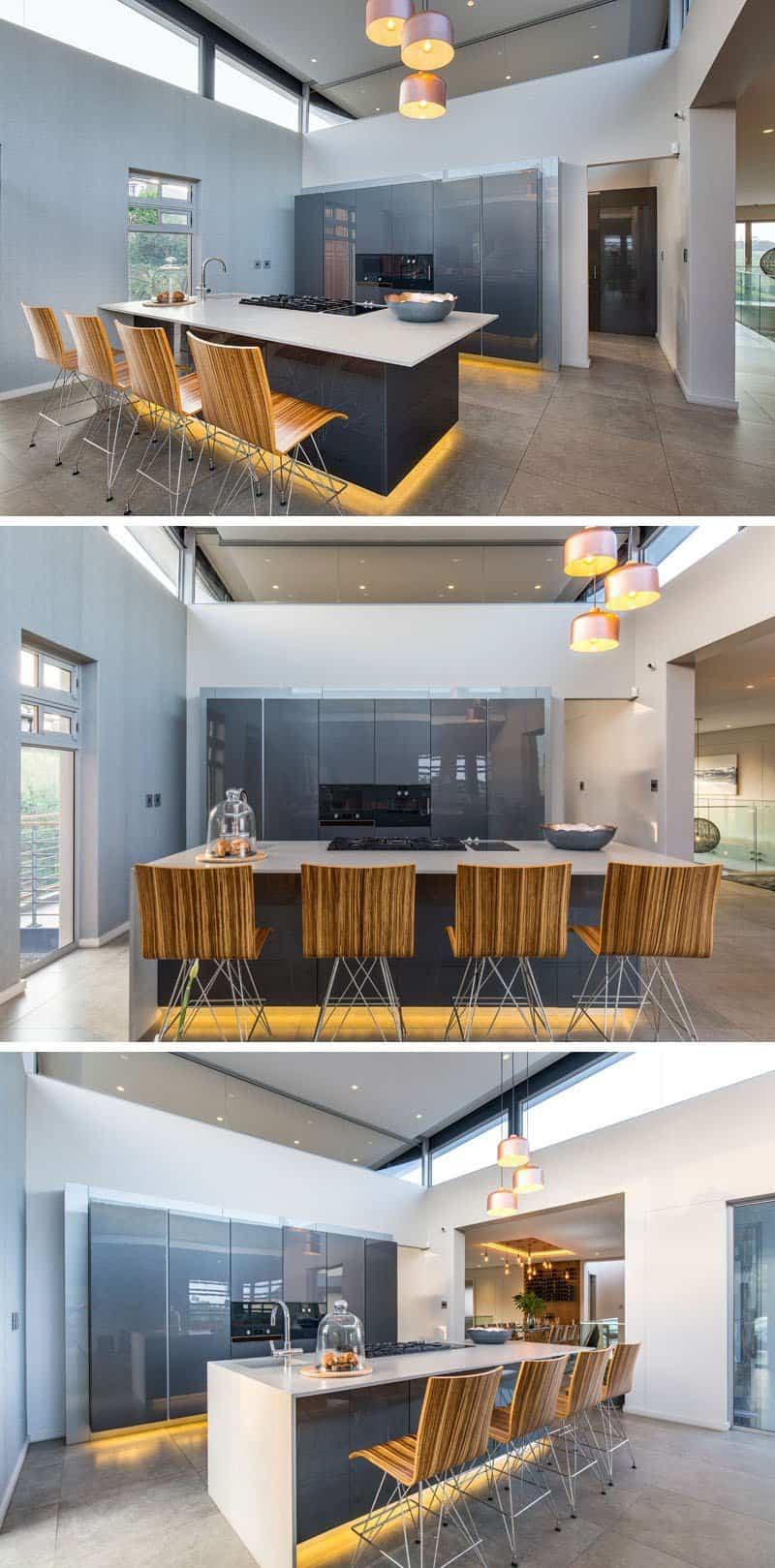 casa moderna alrededor de una piscina cubierta 4