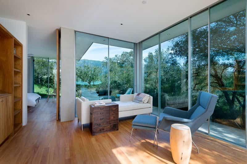 casa con paredes de cristal 11