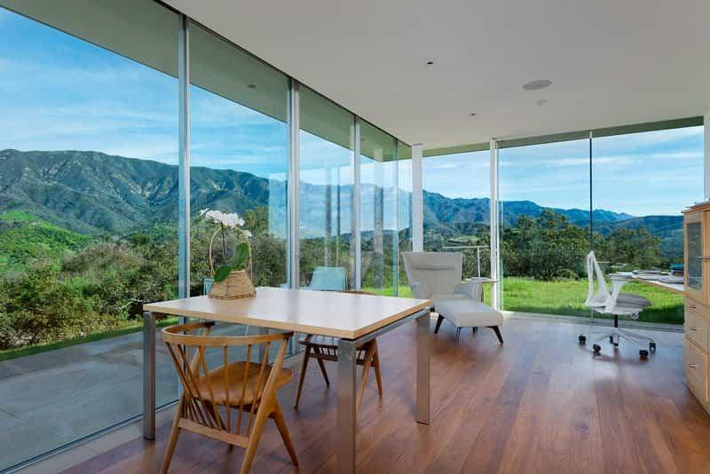 casa con paredes de cristal 7
