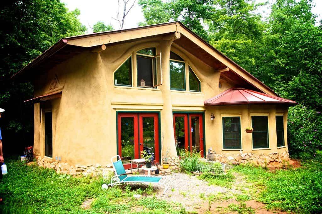 casa construida con materiales reciclados 10