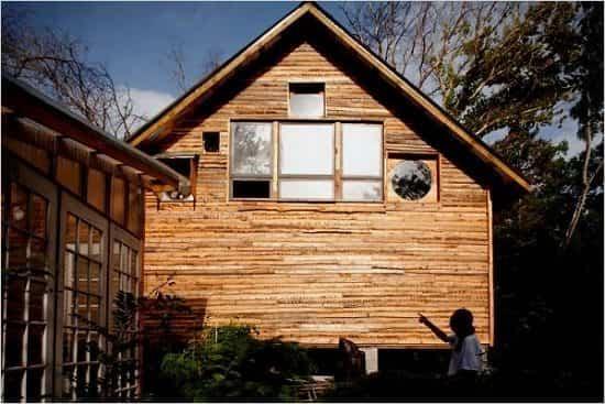 casa construida con materiales reciclados 2