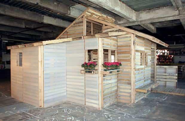 casa construida con materiales reciclados 6