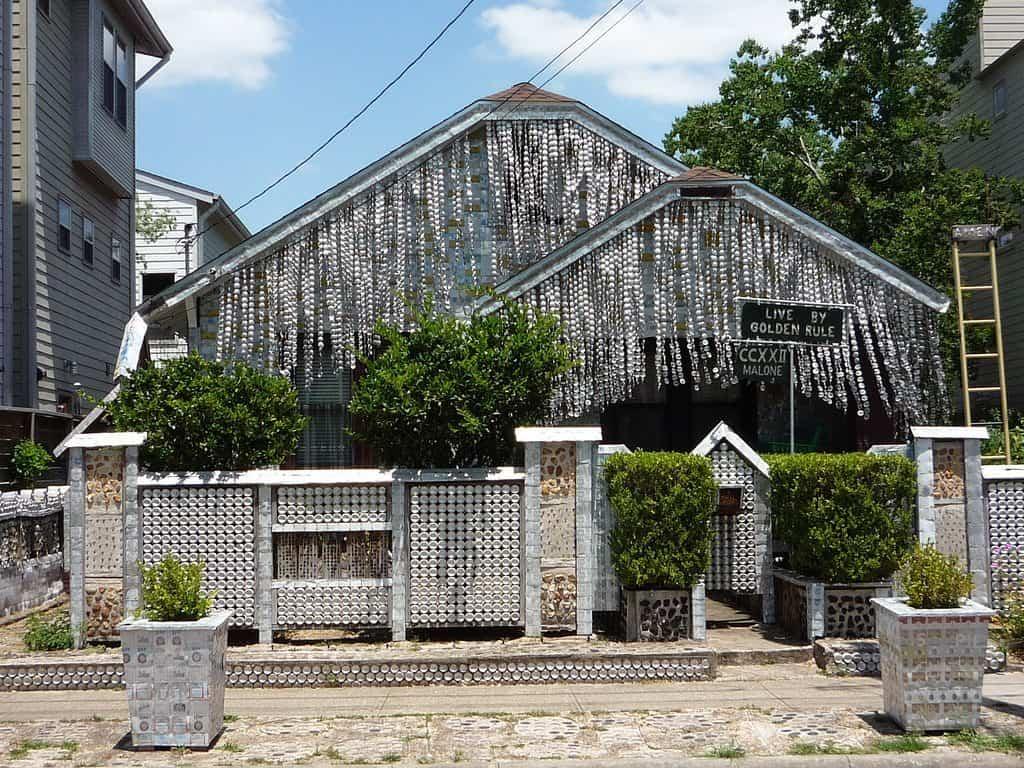 casa construida con materiales reciclados 8