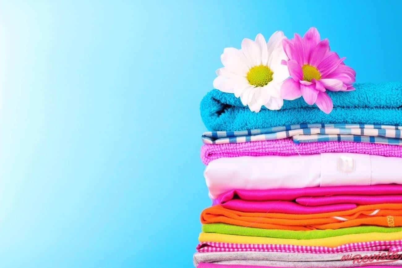ropa de color y flores