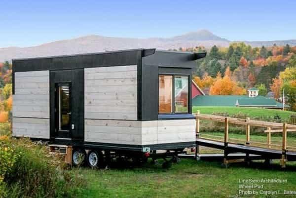 Una pequeña casa sobre ruedas adaptada para sillas de ruedas