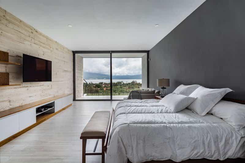 casa moderna con techo inclinado 10