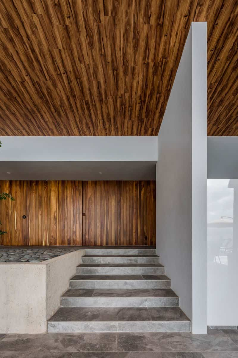 casa moderna con techo inclinado 4