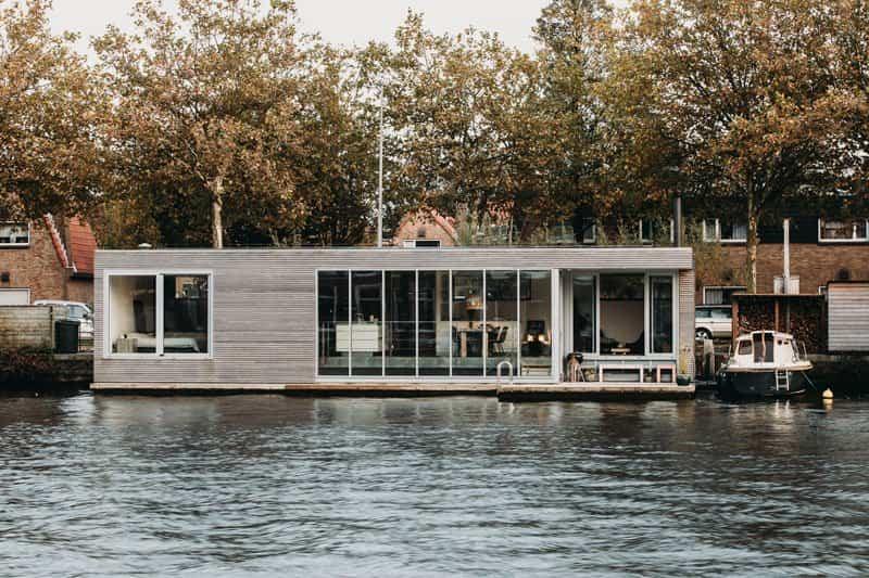 Moderna-casa-flotante-1