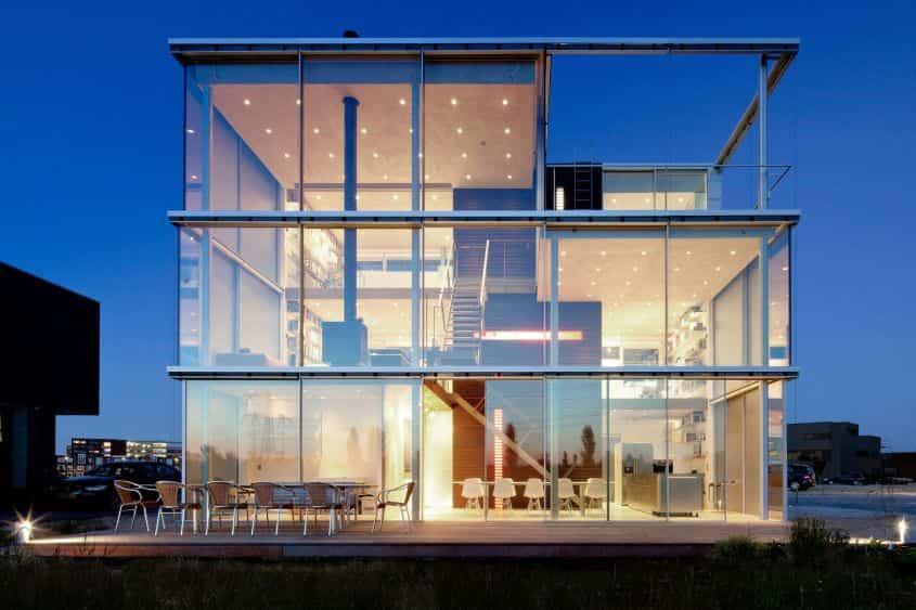 10 casas de cristal que ofrecen privacidad y vistas impresionantes