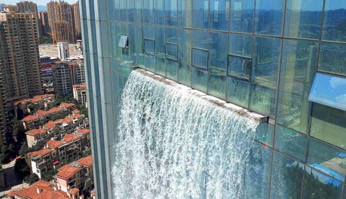cascada en rascacielos china 4