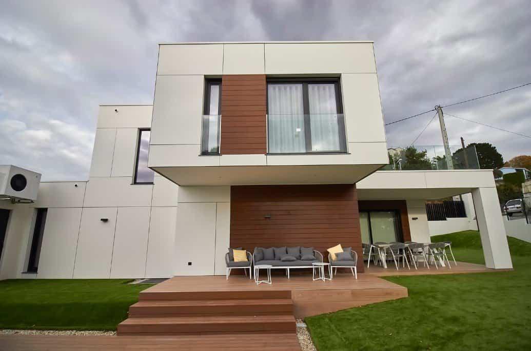 Edificio de estilo moderno donde la madera tiene mucho que decir