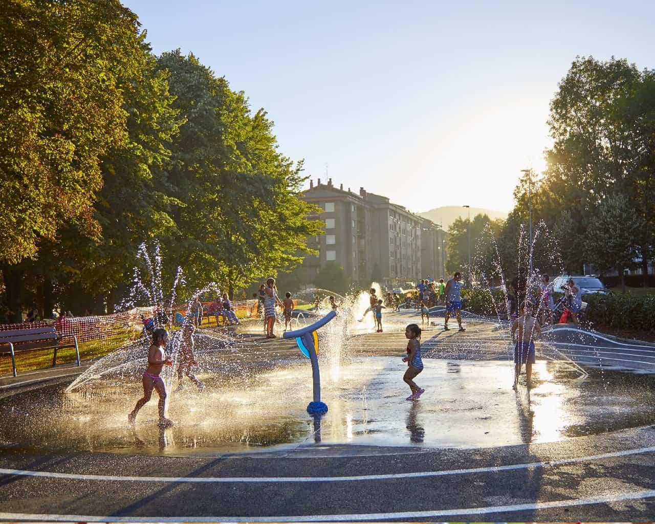 Parques de agua urbanos: una solución divertida y sostenible